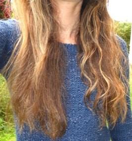 droite-huile-amande-eau-froisse-cheveux