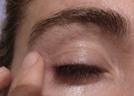 huile sur oeil démaquillage sérum.JPG