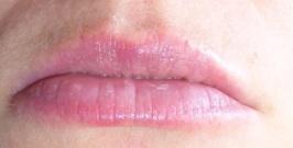 Lèvres hydratées au stick vanille Benecos.JPG
