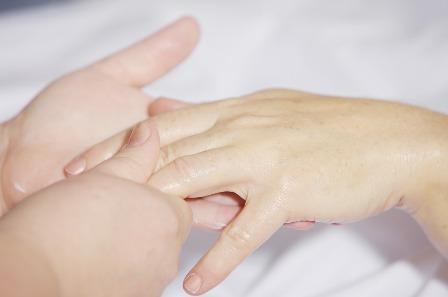 hand-massage-2133272_960_720.jpg