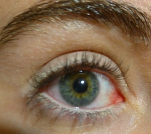 crayon blanc benecos yeux.JPG