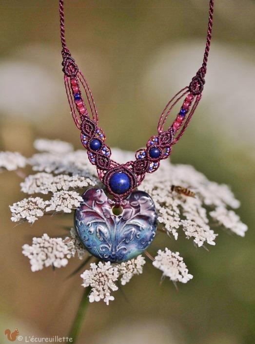 collier porcelaine bleu coeur L'Ecureuillette en Brocéliande tout droit réservé